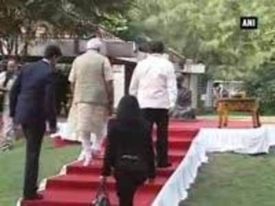 News video: Xi Jinping and PM Modi pay tribute to Mahatma Gandhi in Sabarmati Ashram
